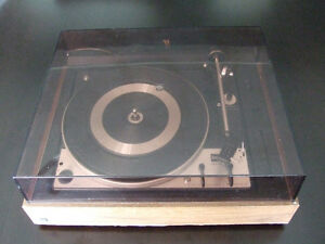 Beautiful fully serviced Dual 1225 2-speed automatic turntable London Ontario image 2