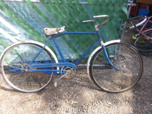 2 VINTAGE BICYCLES FOR RESTORING