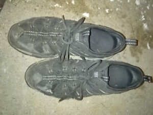 Mens' work shoes size 9.5