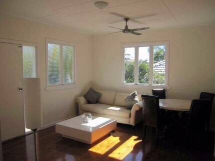 Mermaid Beach - CENTRAL LOCATION/ Nobbys Room To / For Rent !