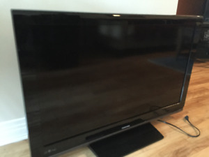 "TV Toshiba 40"" parfaite condition - on déménage"
