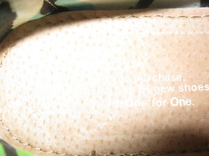 New pair Toms womens shoes.... Size 5 St. John's Newfoundland image 3