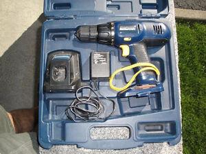 Perceuse mastercraft 12V avec boite de rangement-pas de batterie