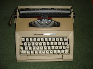 SMITH CORONA COURIER MANUAL TYPEWRITER