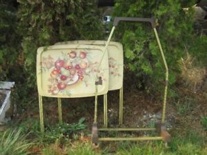 VINTAGE RETRO TV TRAYS WITH STAND SET
