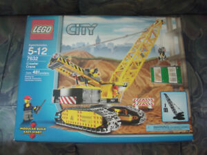 LEGO 7632  COMPLETE  WITH BOX YEAR 2009 MINT