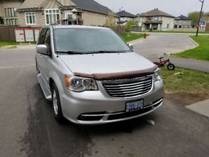 2012 chysler town and country 109K with Sunroof
