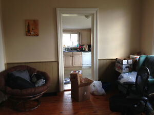 Students looking for 1 roommate (preferably female!) - Lakefield
