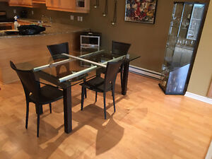dinning room table and 4 leather chairs