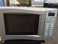 Sanyo microwave in silver Works fine! Not needed due to house move.