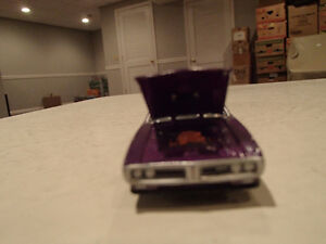 Loose Greenlight  '71 DODGE CHARGER SUPER BEE STOCK & CUSTOM Sarnia Sarnia Area image 2