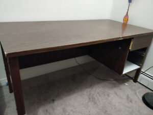 Computer desk/study table for free