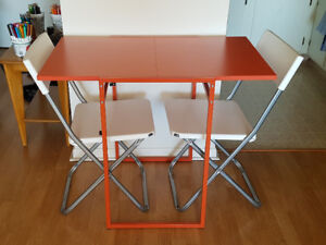 Perfect little table w/chairs