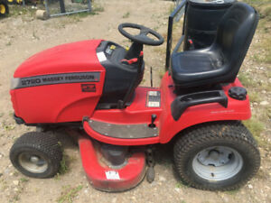2005 Massey 2720 Lawn Tractor