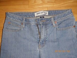 WOMEN`S JEANS Cornwall Ontario image 2