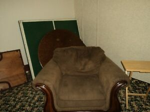 couch and matching chair Windsor Region Ontario image 3