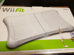 WII FIT BOARD AND CONTROLS