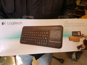 Wireless keyboard with mouse pad