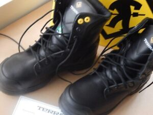 Safety Shoes, Mans size 6, Women who wears size 8
