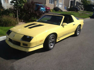1985 Chevrolet Iroc z extremely clean /Tres propre.