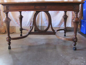 PRICE REDUCED LATE 1800's SOLID OAK DINING ROOM TABLE & 6 CHAIRS