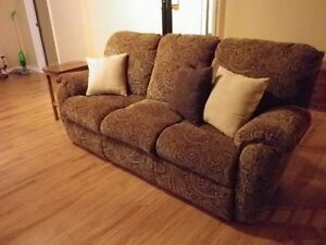 **Quality Lazy Boy Couch in Great Shape**