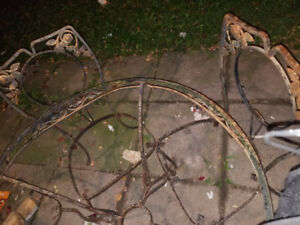 VINTAGE WROUGHT IRON PATIO SET/VINTAGE STONE COFFEE TABLESET