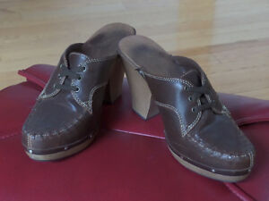 Ladie's shoes,sandals,like new,sz 10,skates,boots,runners $15 Sarnia Sarnia Area image 8