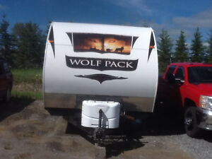 2011 wolf pack toy hauler 27ft