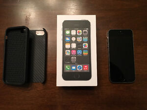 **Mint Condition 32GB IPhone 5s**