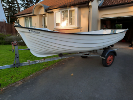 13ft boat with set of oars