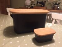NIGELLA LAWSON - Black Ceramic Bread Bin & Butter Dish