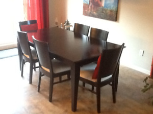 Table et 6 chaises, style contemporain PRIX REVISE