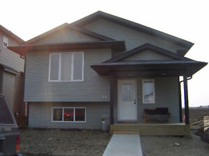 Pet Friendly 2 bdrm Main in New Oriole Park Red Deer for Nov1