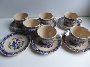 Hearts and Flowers - 6 cups and saucers (lot 10)