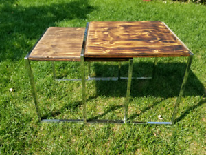 Deux tables gigogne type industriel chrome et bois