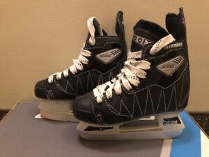 Skates Patins CCM Intruder taille 12J en tres bon etat