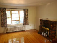 Furnished bedrooms, 5 min to Queen's , mature &safe neighborhood