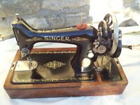 Singer sewing machine 1921 with case and key