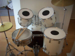 DRUM SET  --  COMPLETE  WITH CYMBALS