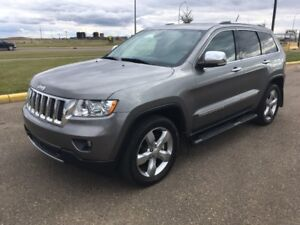 2011 Jeep Grand Cherokee Overland V8-Fully Loaded-Full Warranty