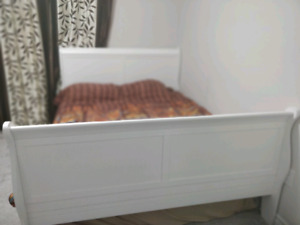 Solid wood Queen sleigh bed with mattress