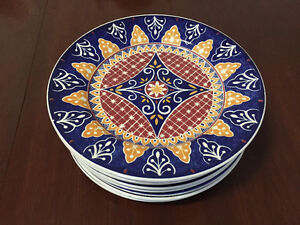 Set of 8 Dining Plates - Set de 8 assiettes