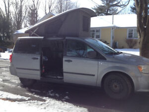 VR Ilusion Dodge Caravan (genre Westfalia)