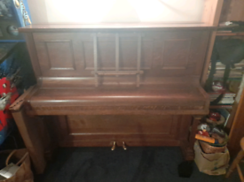 Lincoln upright piano