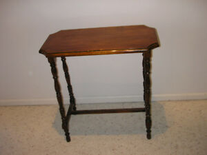 "BEAUTIFUL ANTIQUE WALNUT SIDE TABLE(H 24.5"" x L 24""x W 12"")"