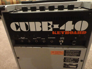 Roland Cube 40 Keyboard Specialist Music Amp with cover