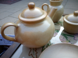 Stoneware crockery set