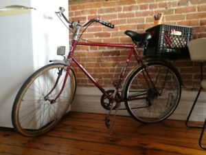 Vintage Bike with Basket Free Spirit / Vélo Antique Retro