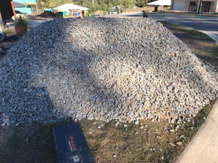 DRAINAGE ROCK FOR BEHIND RETAINING WALLS